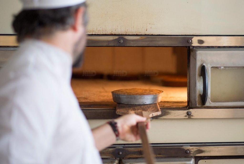 Artigarrède, le gâteau Basque sort du four