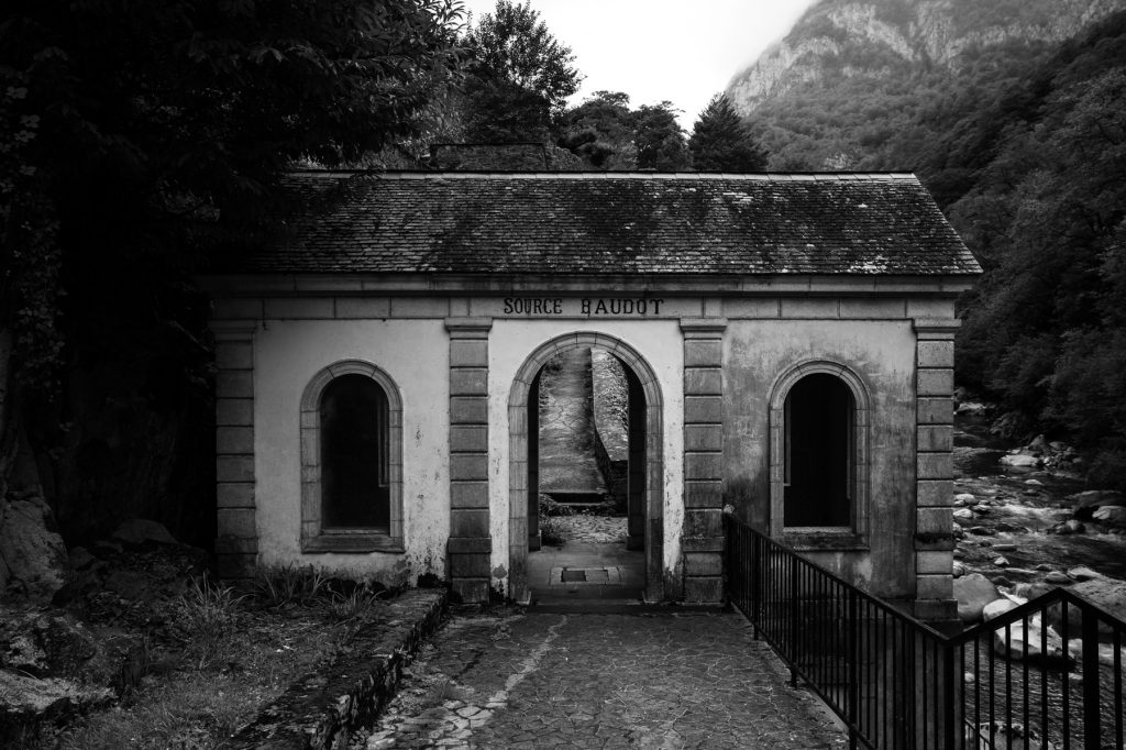 Petit bâtiment de la source Baudot