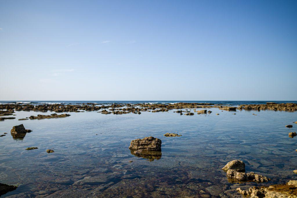 Les rochers de Guéthary à la plage de Cénitz à marée basse 7Artisans 28mm F1.4  F2.0 - ISO 80 - Leica M9