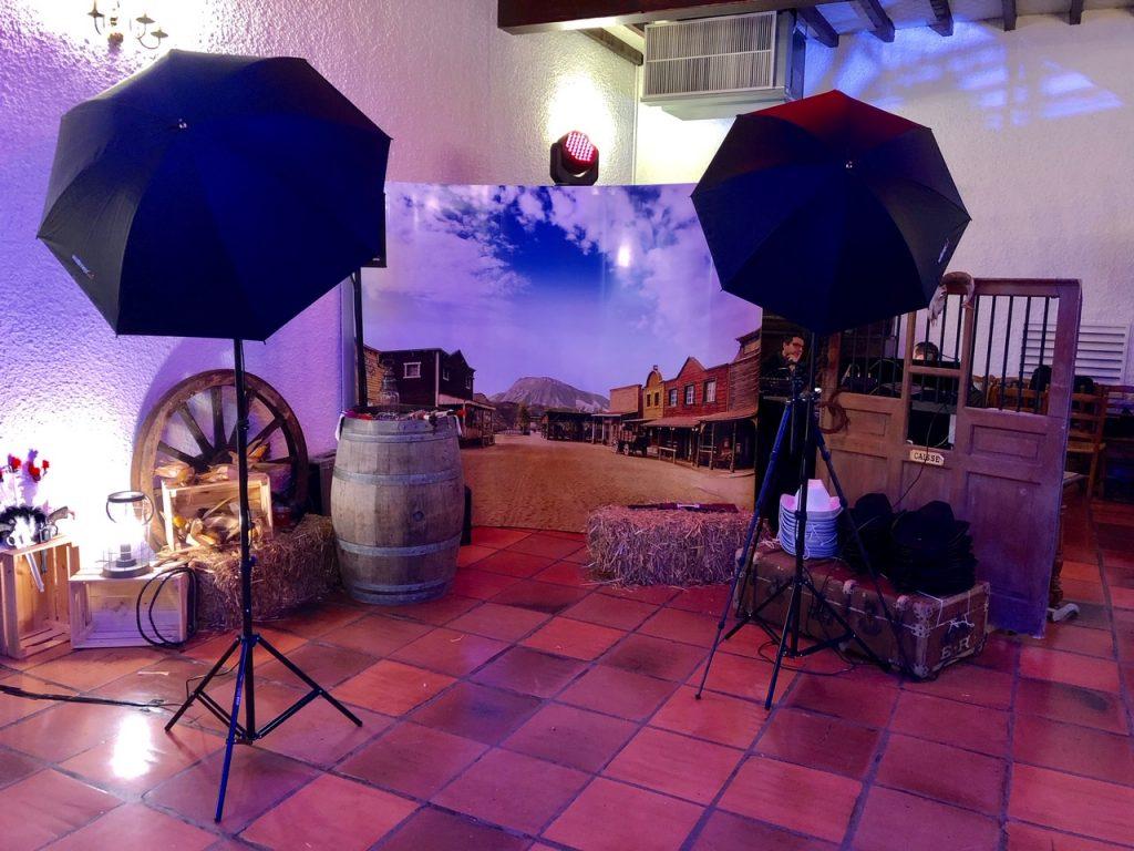 Solution Photocall  pour votre entreprise lors de soirées événementielles comme ici une soirée thématique Western