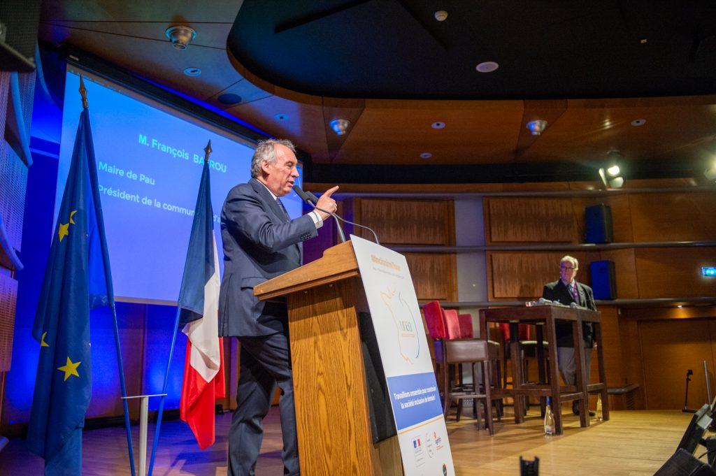 François Bayrou, Maire de Pau, ancien Ministre lors de son allocution au congrès de l'UNEA au Palais Beaumont à Pau