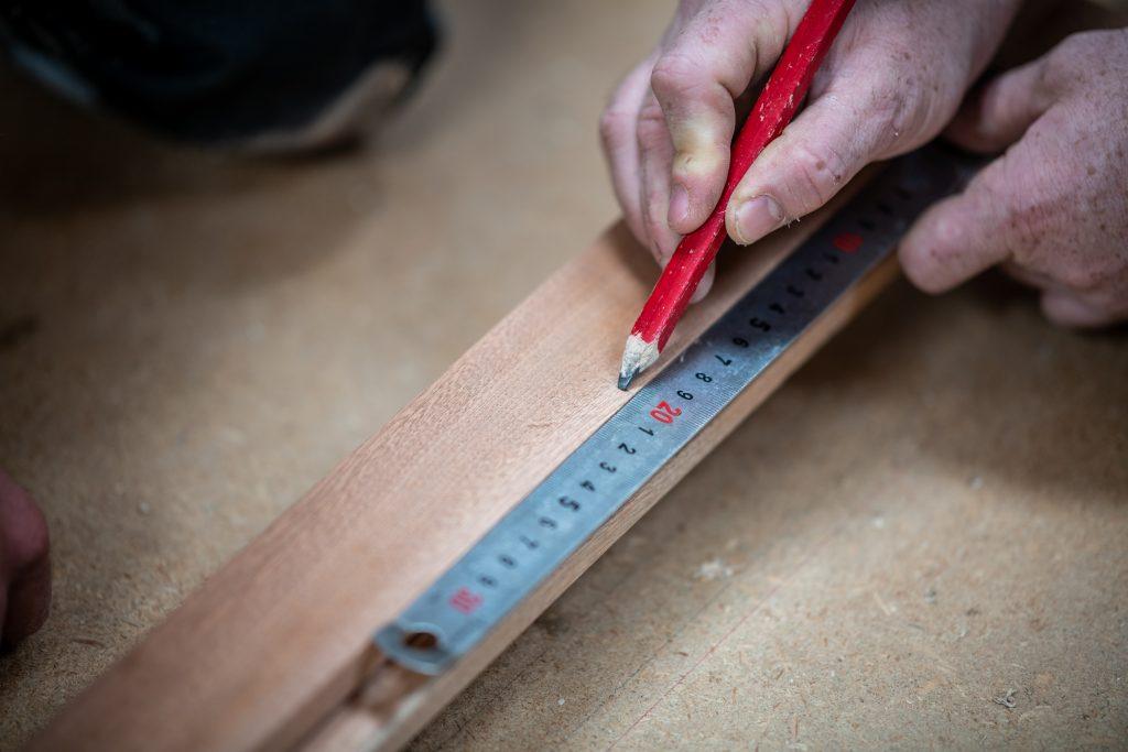 Menuiserie du Soulor, crayon rouge menuisier / charpentier
