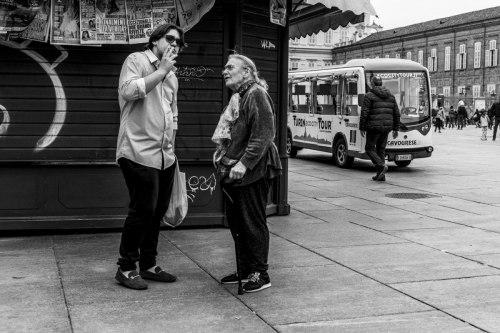 Turin / Torino, deux personnes discutent