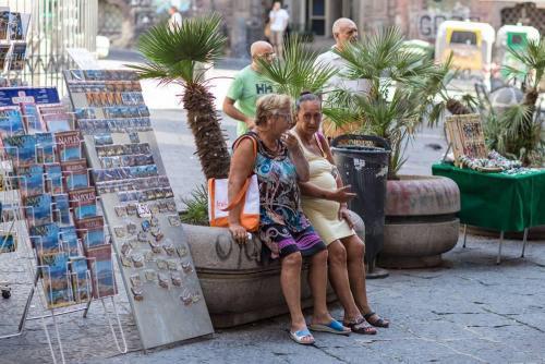 Naples / Napoli, cartes postales et mamies