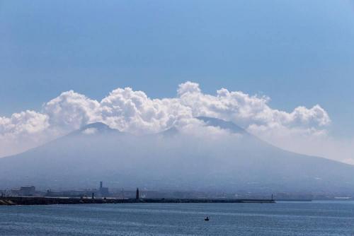Naples / Napoli, Vésuve et nuages