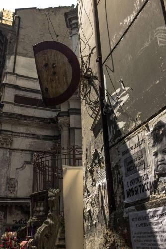 Naples / Napoli,  panneau troué