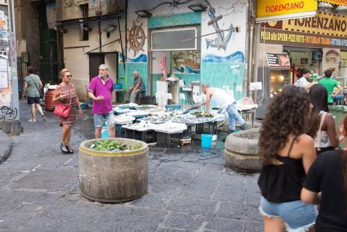 Naples / Napoli, poissonnier